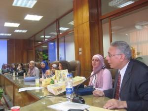 أ. د. حسن عماد مكاوي أثناء تخريج دورة في الصحافة الإلكترونية بدعم من أكاديمية دويتشه فيله